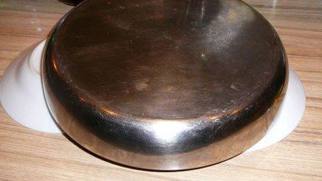 Переворачиваем форму с выпечкой