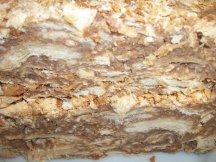 Разрез кусочка необычного торта Наполеон