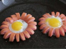 Фото готового блюда: Ромашки из яиц и сосисок