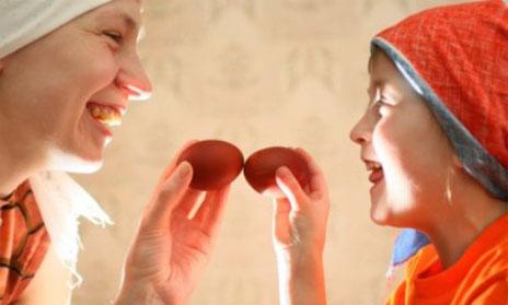 Пасхальная традиция чокаться яйцами