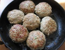 Фото готового блюда: Куриные котлеты с кабачком