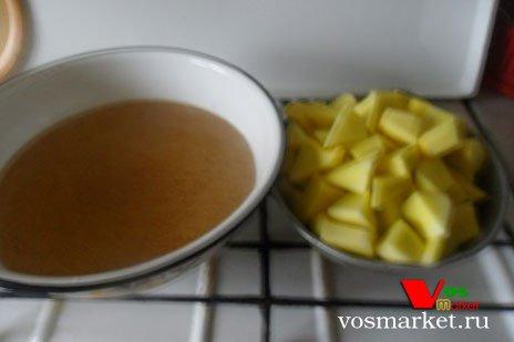 Готовый сироп и кусочки тыквы
