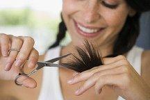 Подстричь кончики волос