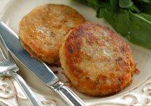 Фото готового блюда: Картофельные котлеты с лососем