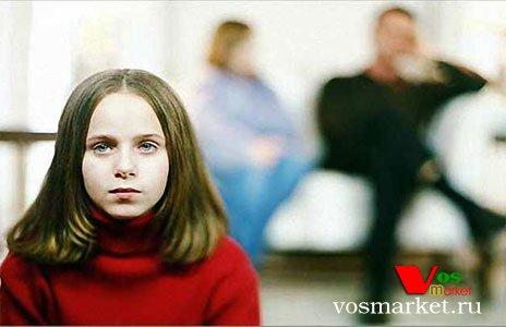 Недоверчивая девочка - фото
