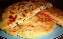 Фото готового блюда: Сырные лепешки с начинкой