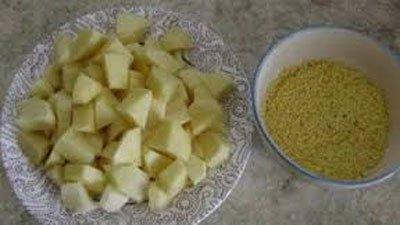 Кусочки картошки с пшеном