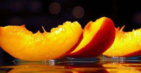 Сочные дольки персика