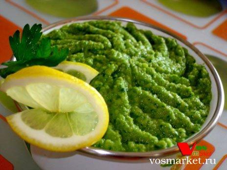 Популярный мексиканский соус Гуакомоле из мякоти плода авокадо