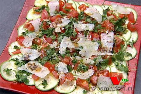 Карпаччо из кабачков с помидорами и козий сыром