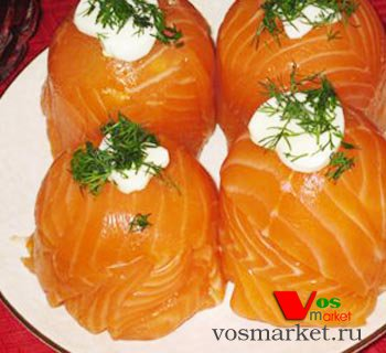 Холодная закуска из лосося с сыром
