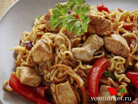 Готовое китайское блюдо лапша с курицей