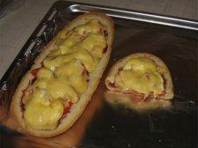 Пицца на половине батоне