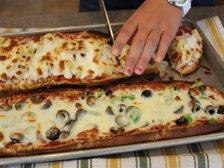 Готовая ленивая пицца на батоне