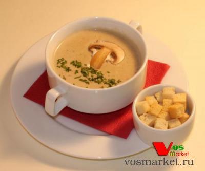 Картофельный крем-суп с гренками и грибами
