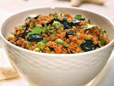 Готовый салат из чечевицы с маслинами