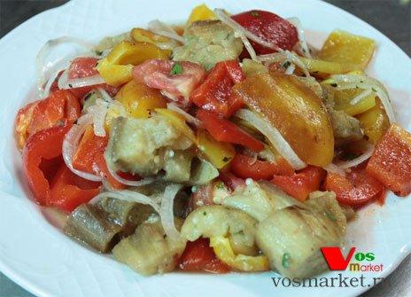 Салат из овощей запеченный на мангале