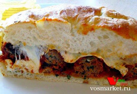 Сэндвич с фрикадельками и подливкой