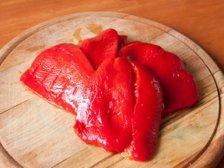Очищенный печенный болгарский перец