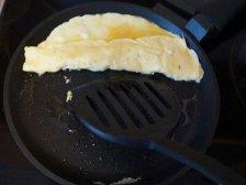 Рулет из схваченных яиц