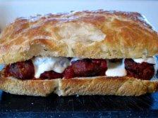 Готовый сэндвич из фрикаделька