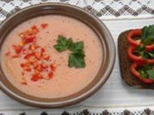 Порция готового суп-пюре с приправами