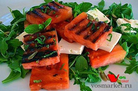 Фото готового блюда: Салат с жареным арбузом