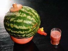 Фото к шестому шагу приуготовлению рецепта Алкогольный арбуз