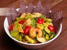 Фото к девятому шагу приуготовлению рецепта Салат с авокадо и креветками
