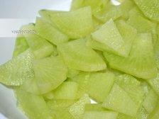 Фото к первому шагу приуготовлению рецепта Салат из зеленой редьки