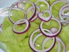 Фото к второму шагу приуготовлению рецепта Салат из зеленой редьки