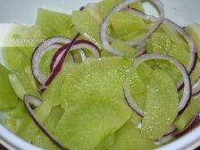 Фото приготовления Салат из зеленой редьки