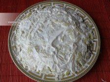 Фото к четвертому шагу приуготовлению рецепта Салат 'Мимоза' с консервами