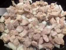 Фото к четвертому шагу приуготовлению рецепта Гуляш из свинины