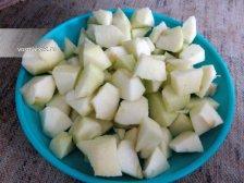Фото к шестому шагу приуготовлению рецепта Пирог  'Шарлотка' с яблоками