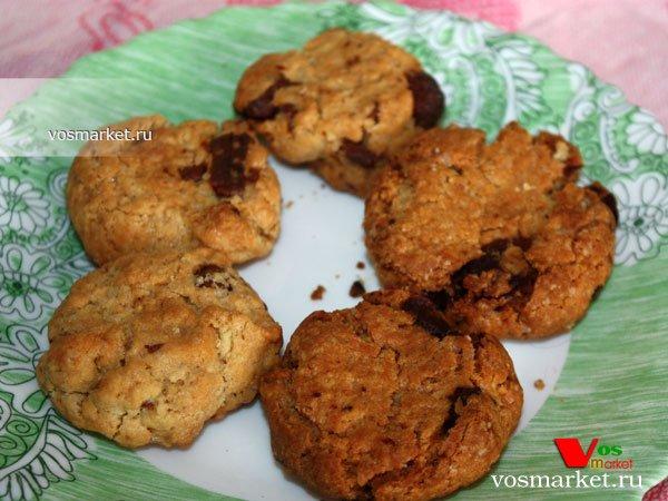 Фото готового блюда: Печенье с кусочками шоколада