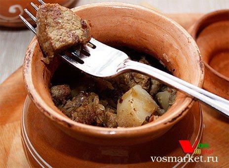 Фото готового блюда: Свинина с картофелем в горшочках