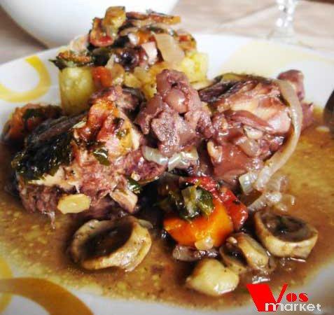 Фото готового блюда: Петух в вине по-французски