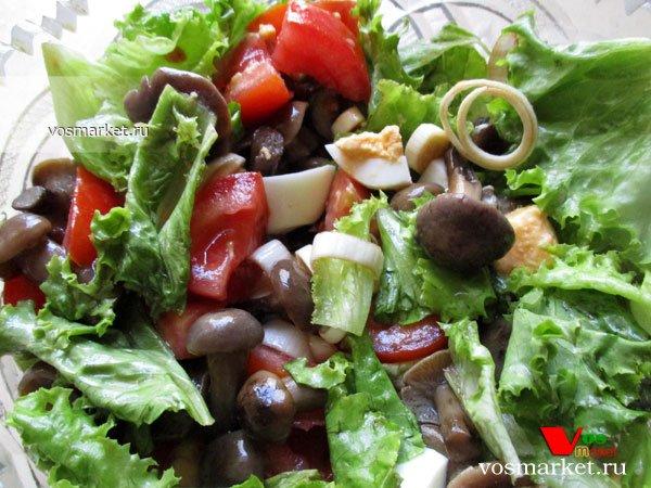 Фото готового блюда: Салат с маринованными опятами