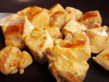 Фото к второму шагу приуготовлению рецепта Курица в сливочном соусе