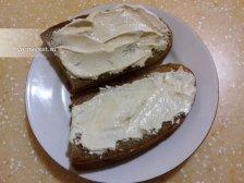 Фото к третьему шагу приуготовлению рецепта Горячие бутерброды