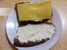 Фото к четвертому шагу приуготовлению рецепта Горячие бутерброды