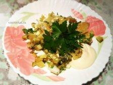 Фото к шестому шагу приуготовлению рецепта Салат с соленых огурцов