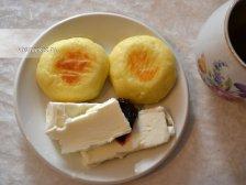 Фото к шестому шагу приуготовлению рецепта Сырники из творога в духовке