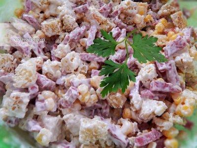 Главное фото рецепта Простой салат с сухариками