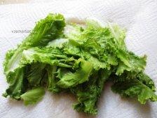 Салат на бумажной салфетке