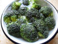 Фото к первому шагу приуготовлению рецепта Суп из брокколи