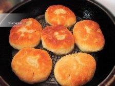 Фото к четырнадцатому шагу приуготовлению рецепта Домашние беляши