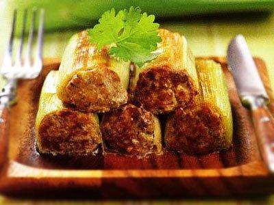 Главное фото рецепта Лук порей с мясной начинкой