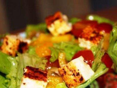 Главное фото рецепта Салат с жареным сулугуни
